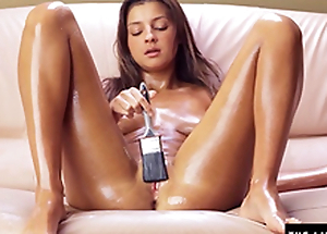 Teen brushes herself with oil and cums hard